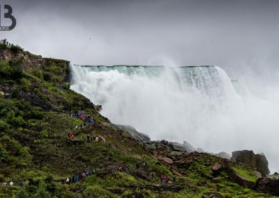 Au pied des chutes du Niagara