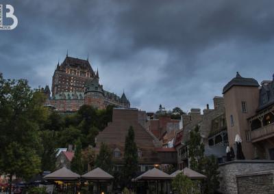 Le château Frontenac derrière le vieux Québec