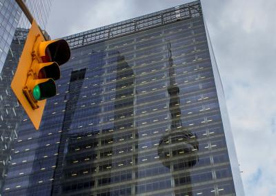 Reflet de la tour CN à Toronto